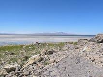 Línea de la playa solitaria Fotos de archivo