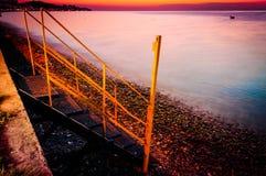 Línea de la playa tropical de la puesta del sol del verano Imágenes de archivo libres de regalías