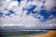 Línea de la playa tropical en Hawaii foto de archivo libre de regalías