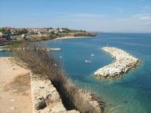 Línea de la playa y puerto deportivo Foto de archivo libre de regalías