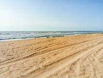 Línea de mar del horizonte Mar y cielo Las ondas y el resplandor del sol se reflejan de las ondas del mar Paisaje marino Fotos de archivo libres de regalías