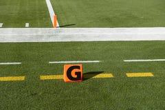 Línea de meta americana etiqueta de plástico del balompié del NFL del momento del aterrizaje Imágenes de archivo libres de regalías