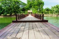 Línea de paseos marítimos de madera Imagen de archivo