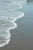 Línea de pequeñas ondas Foto de archivo
