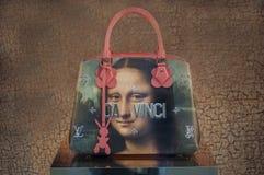 Línea de pintura del bolso de las mujeres de Louis Vuitton Leonardo Da Vinci Foto de archivo