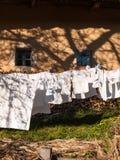 Línea de ropa por completo de lavadero Fotografía de archivo