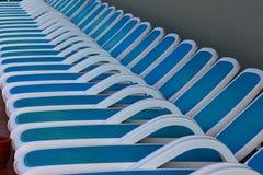 Línea de sillas de cubierta Imágenes de archivo libres de regalías