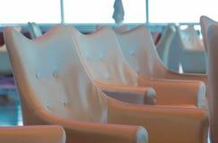 Línea de sillas del vinilo en el barco de cruceros Fotografía de archivo libre de regalías