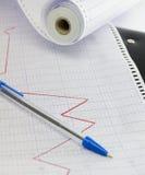 Línea de tendencia en el papel marcado Imagen de archivo