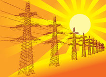 Línea de transmisión contra el sol poniente Fotografía de archivo libre de regalías