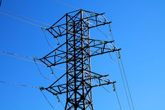Línea de transmisión de poder torre Fotos de archivo libres de regalías