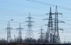 Línea de transmisión de la corriente eléctrica fotos de archivo libres de regalías