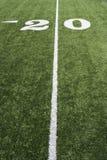 Línea de yardas 20 en campo de fútbol americano Foto de archivo libre de regalías