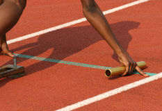 Línea del atleta al principio Fotografía de archivo libre de regalías