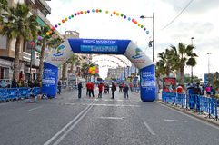 Línea del comienzo del maratón Foto de archivo libre de regalías