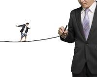 Línea del dibujo del hombre de negocios con otra que equilibra en ella Imagenes de archivo