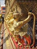 Línea del garuda del oro Fotografía de archivo libre de regalías