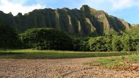 Línea del norte de la montaña de Oahu de la orilla imagen de archivo libre de regalías