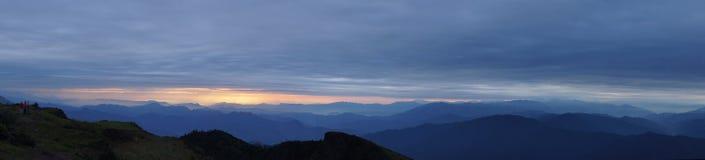 Línea del sur salida del sol de Chuanzang de la montaña del niubei Foto de archivo