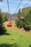 Línea doble elevación de esquí Imágenes de archivo libres de regalías