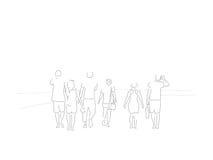 Línea ejemplo de un grupo de amigos que toman un paseo en una playa caliente de la tarde del verano imagen de archivo libre de regalías