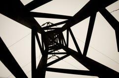 Línea eléctrica blanco y negro torre Fotos de archivo