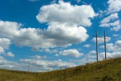 Línea eléctrica en campo Fotografía de archivo