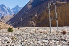 Línea eléctrica en las montañas Nepal Imagen de archivo