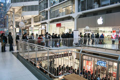 Línea en Apple Store Fotografía de archivo
