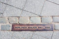 Línea en el camino del muro de Berlín Imagen de archivo libre de regalías