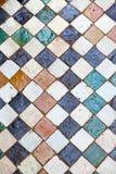 línea en extracto de cerámica del suelo de baldosas viejo de África fotos de archivo
