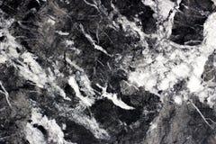 Línea estructura agrietada blanca fuerte en el mármol del negro de Marquina fotografía de archivo libre de regalías