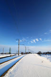 Línea ferroviaria congelada en invierno imagenes de archivo