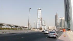 Línea ferroviaria edificios en Dubai Imágenes de archivo libres de regalías