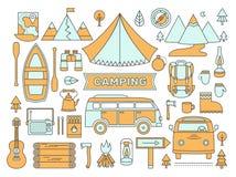 Línea iconos fijados de acampar Imágenes de archivo libres de regalías