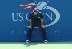 Línea juez durante el primer partido de la ronda entre Christina McHale y Julia Goerges en el US Open 2013 Imagen de archivo libre de regalías