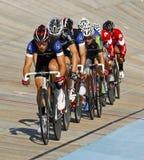 Línea paquete de los ciclistas de la pista Fotos de archivo libres de regalías