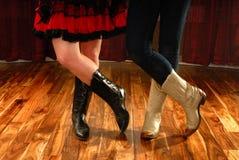 Línea piernas de la danza en cargadores del programa inicial de vaquero Foto de archivo