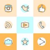 Línea plana diseños determinados de los iconos de la cámara, como, pájaro, teléfono, sitio web, parte Representa la aprobación, v Imagenes de archivo