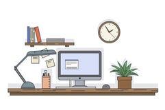 Línea plana escritorio del vector con el ordenador y el otro equipo, reloj y estante con los libros en la pared, ejemplo de la es stock de ilustración