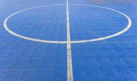 Línea recta y del círculo blanca en el campo de Futsal Imagen de archivo