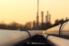 Línea transporte del tubo en refinería del petróleo crudo Imagen de archivo