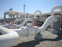Línea válvulas del tubo de la planta de tratamiento del gas de petróleo Foto de archivo