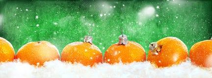 Línea verde de la fila de las mandarinas del Año Nuevo Imagen de archivo