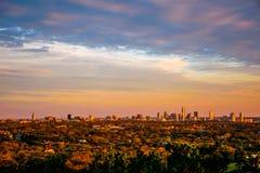 Línea viva del horizonte de los colores de Austin City Skyline Golden Hour de la zona verde Foto de archivo libre de regalías