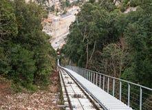 Línea y monasterio funiculares de Montserrat Foto de archivo