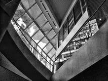 Líneas, ángulos, vidrio, y piedra Foto de archivo libre de regalías