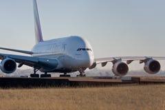 Líneas aéreas A380 de los emiratos en el cauce Fotos de archivo libres de regalías