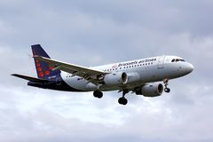 Líneas aéreas Airbus A319 de Bruselas Foto de archivo
