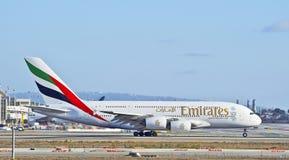 Líneas aéreas Airbus A380 de los emiratos que lleva en taxi en pista Imágenes de archivo libres de regalías